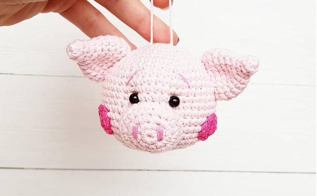 вязаные крючком игрушки амигуруми в виде свинки поросенка со