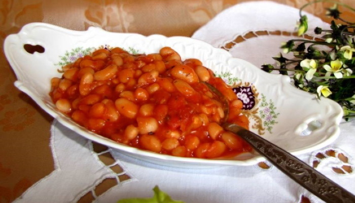 Заготовки на зиму с фасолью и помидорами